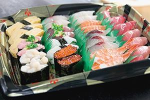 おけの中で輝きを増す寿司