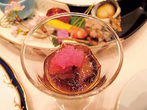 ナマコサミット内の大食談会で出た石川の郷土料理「茶ぶりナマコ」。番茶で食感とにおいを和らげる