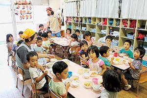 過去の「魚の日」に行われた学校給食イベント。今後は通年の活動で取り組む