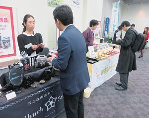 「ネオフーズ焼津」とうたい、焼津のメーカー新商品をアピール