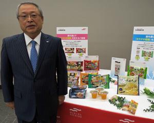 春の新商品を前に販売戦略などを語る伊藤滋マルハニチロ社長