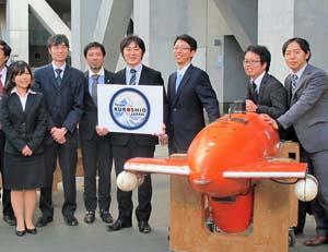 国際レースに参加する「Team KUROSHIO」のメンバーとAUV