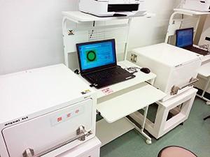 切身を引き出しに入れるだけで測れるCsI検査機器の最新機種Cs1000(福島水試提供)
