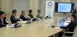 市場問題PTの第8回会合。小島座長(最奥)が報告書素案を説明した