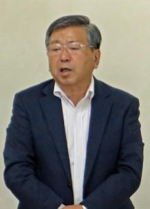 総会で決議への賛同を求める川口会長