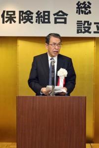 第1回総代会に続き記念式典、祝賀会が開かれた。あいさつする三宅会長