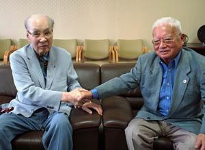 70周年成功に意欲を語る古野名誉会長(左)と大塚会長
