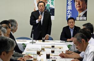 水産総合調査会であいさつする浜田会長