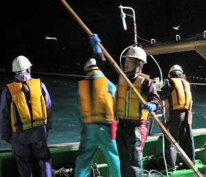 「カイゼン講習会」では、定置網漁船上での竹竿利用に改善案が講じられた