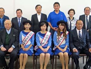 築地を訪れて産水産物をアピールする香川おさかな大使