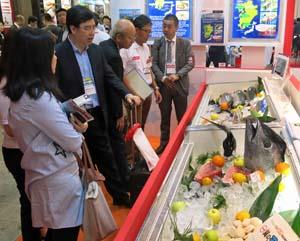 完全養殖マグロなどを売り込む『輸出EXPO』日本水産ブース