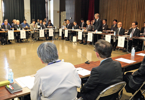 協議会の冒頭であいさつする東京都の村松都市場長