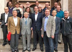 ICFAの集合写真。日本からは白須会長(前列左から2人目)らが出席した