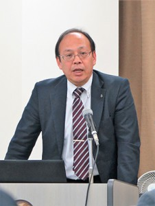 業界へ訴えかける瀧田校長