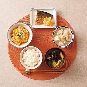 「最高の朝ごはん」レシピ集。写真は「唐津産鯖の干物、みかんとたまねぎのマリネ添え」などが揃う冬バージョン
