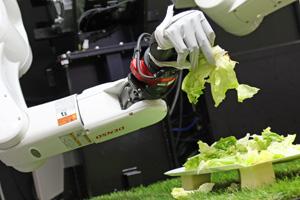 デンソーウェーブが開発中の「バーチャルティーチング」。人間がVRを使い感 覚的に機械に教え込む