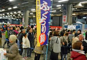 来場者で埋め尽くされた京都市場