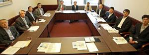橋本会長(左から5人目)ら10人が水産基盤整備を論議した