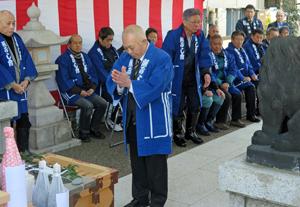 豊洲市場の繁栄と商売繁盛を祈る伊藤会長